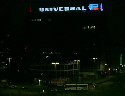 neon universal warszawa